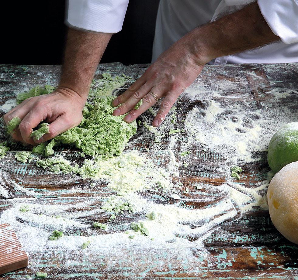 Chef Antonio Facchinetti demostrating the making of pasta