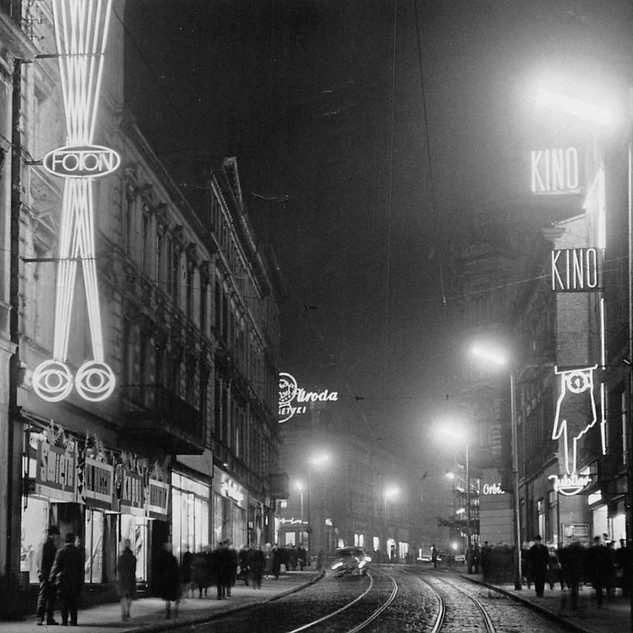Lata 70. - neony na ulicy Gdańskiej