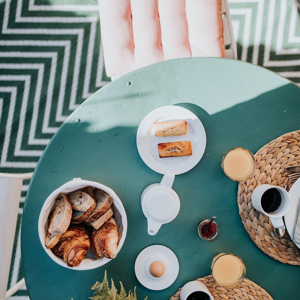 BEL ESTIU - déjeuner terrasse - périgord