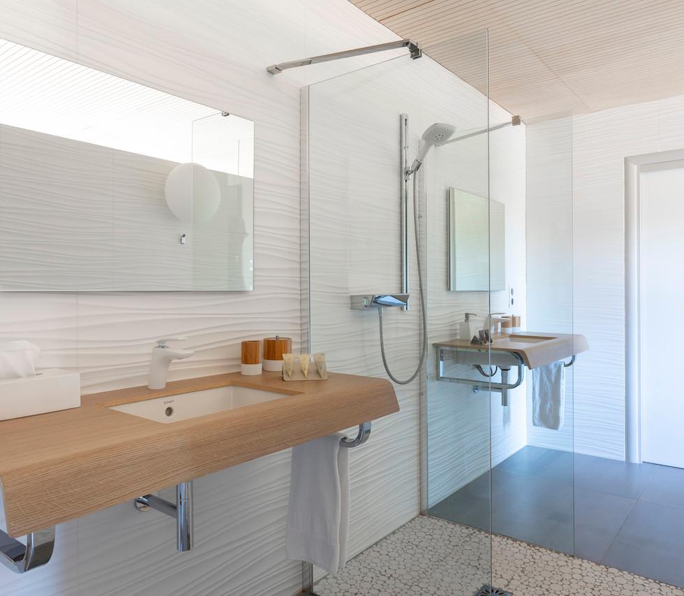 Bien Loin d Ici - salle de bains du lodg