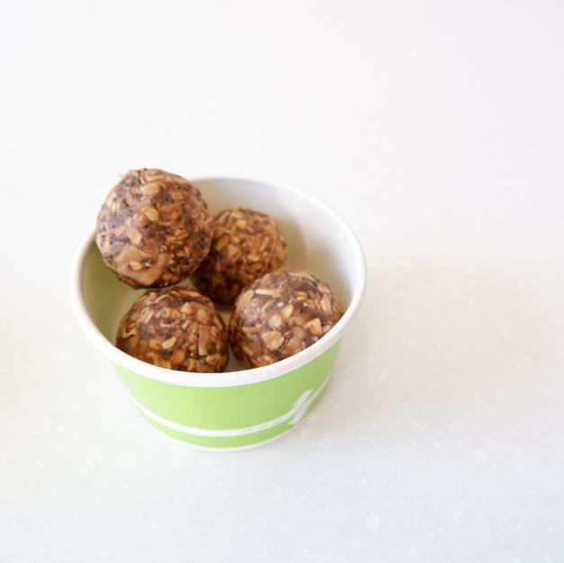 Chocolate PB Energy Bites