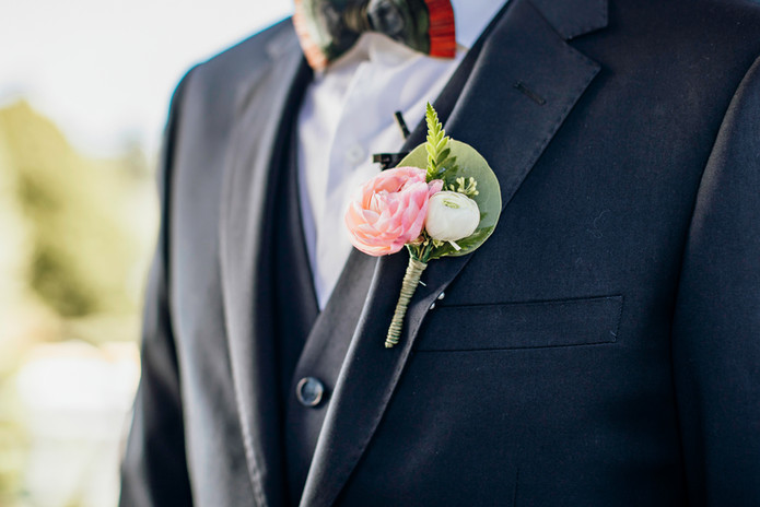 Groom's boutonniere with blush.