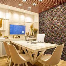 lifencolors-wallpaper-floral-black-yellow-diningroom-bedroom-livingroom