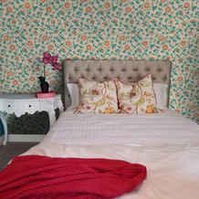 lifencolors-wallpaper-floral-repeat-small-bedroom-livingroom