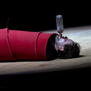 szenenfoto aus 'der böse geist lumpazivagabundus', landestheater linz, julian sigl, 2020