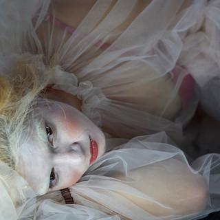 szenenfoto aus 'gefährliche liebschaften', landestheater linz, lorena emmy mayer, 2020