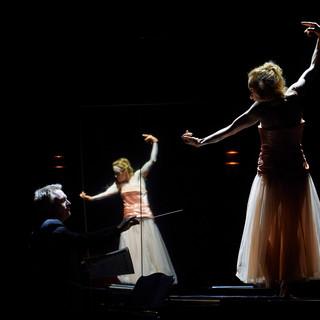 szenenfoto aus 'zwischenspiel', theater in der josefstadt, bernhard schir, silvia meisterle, 2020