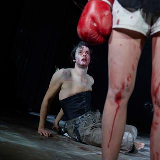szenenfoto aus 'die totenwacht', landestheater linz, daniel klausner, alma hofmann 2020