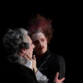 szenenfoto aus 'gefährliche liebschaften', landestheater linz, alexander julian meile, benedikt steiner, 2020