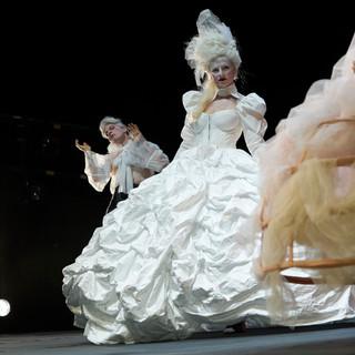 szenenfoto aus 'gefährliche liebschaften', landestheater linz, markus ransmayr, corinna mühle, 2020