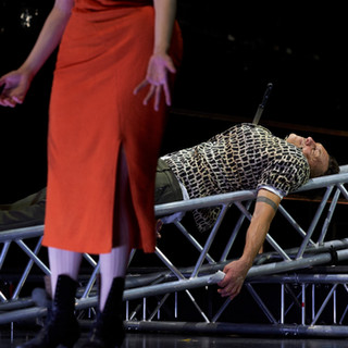 szenenfoto aus 'liliom', landestheater linz, theresa palfi, helmuth häusler, 2020