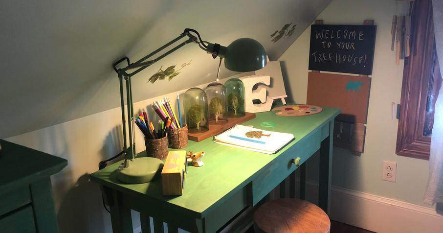 Tree House Bedroom! Workspace