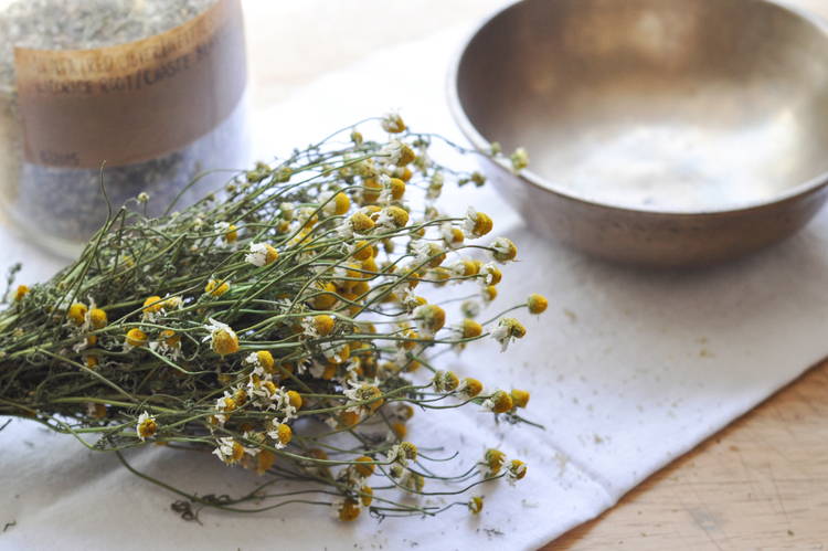 Freeandnative_chamomile_tea_blend_1