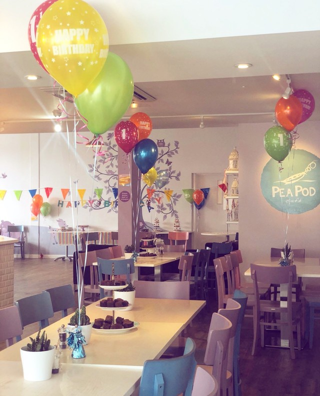cafe balloons
