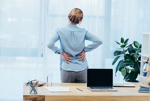 Femme souffrant de mal de dos