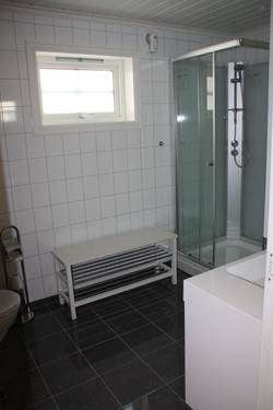 All Cabins - Bathroom and toilet