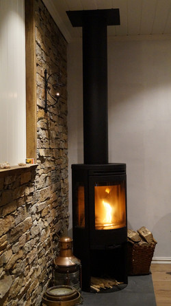 Rorbu 4 - red - fireplace