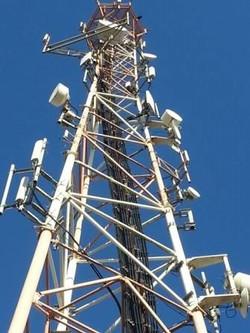 Torre de antenas de telecomunicação
