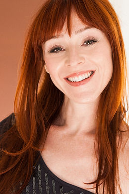 Ruth Connell Biography