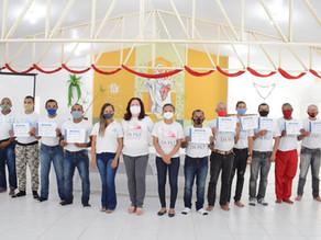 Fazenda da Paz entrega 10 certificados de curso profissionalizante