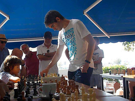 Simultània d'escacs a la Plaça de l'Església
