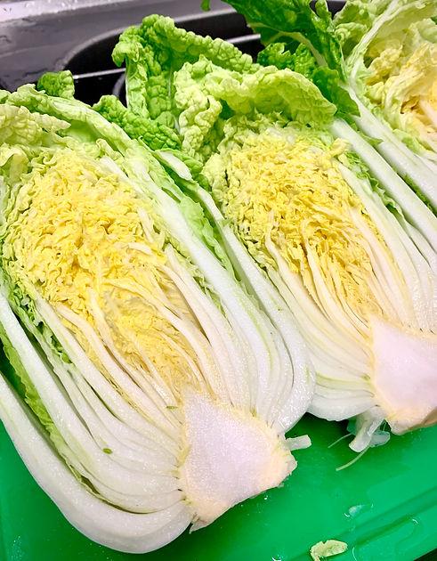 Frischer, knackiger Bio-Chinakohl. Die Grundlage für MISIK Kimchi.