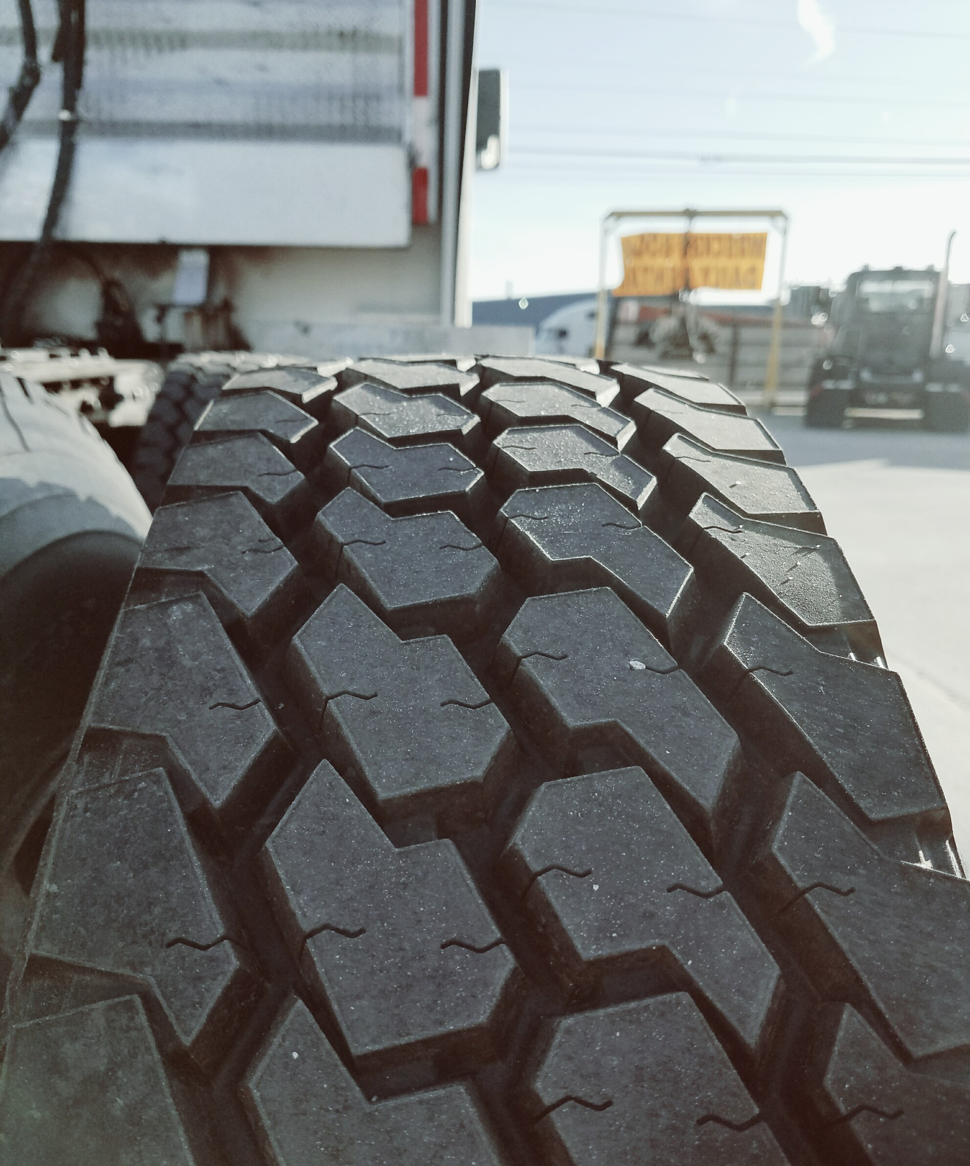 177564 kenworth tire