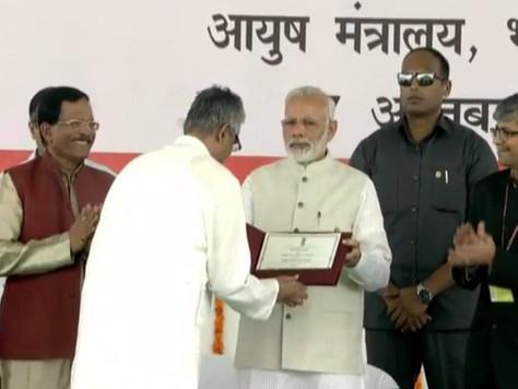 Ramamani Iyengar Yoga Memorial Institute em Puna, India é premiada como a melhor escola de Yoga da Í