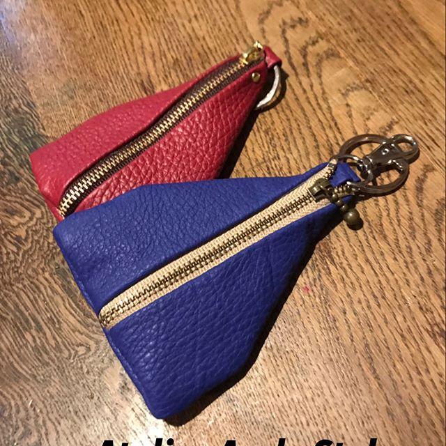 久々のオリジナル新作です^_^_便利なPocket財布、キーリング付きです。_従兄弟の優しいご主人さま、Jお兄さんが、ジムのトレーニングに出かける時に持たれていたクロアチア製品をお借りし
