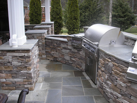 Choosing The Right Wall Material: Pavers Vs. Stone