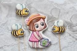 """Пряники в торт """"Девочка и пчёлы"""""""