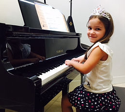 We specialize in private piano lessons for children and teenagers. We make Kids private piano lessons a fun activity for your children as they learn how to play and read music. We welcome all beginners! clases de piano!