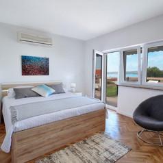 Apart 1 Main Bedroom (King Bed).jpg