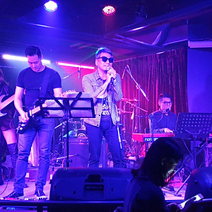 MayBe Band @ VIBE