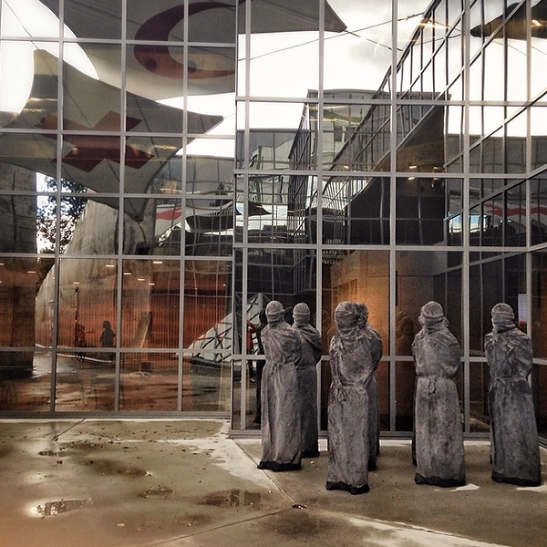 Знак Надежды скульптор Carl Bucher
