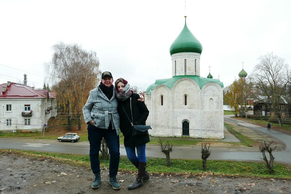 Лиза и Саша Лихачевы