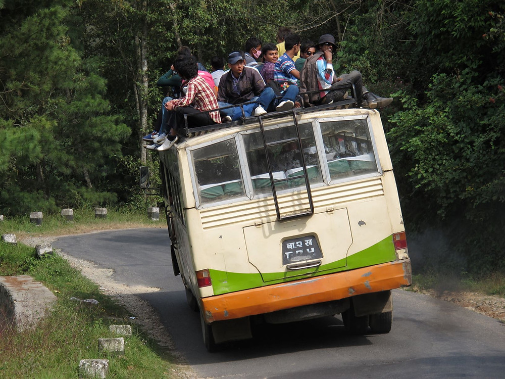 Viele Nepalese machen sich auf den Weg in ihr Heimatdorf