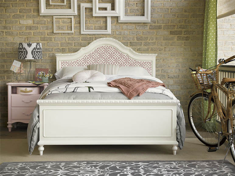 The Bellamy Trellis Bed