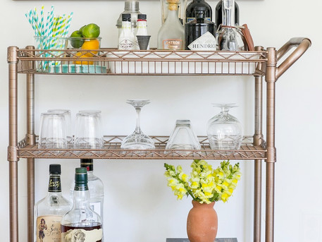 How to Create the Perfect At-Home Bar in a College Apartment