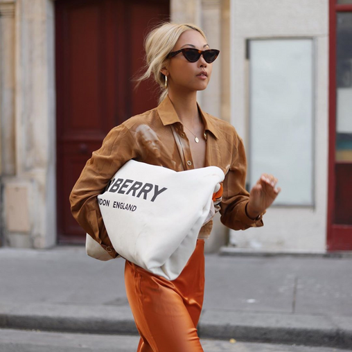 How to wear the uber tote