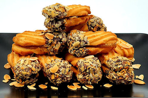 COOKIES - Apricot filled with praline & almonds 10pcs