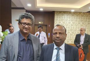 Samir-Dahotre-with-SBI-Chairman-Rajnish Kumar