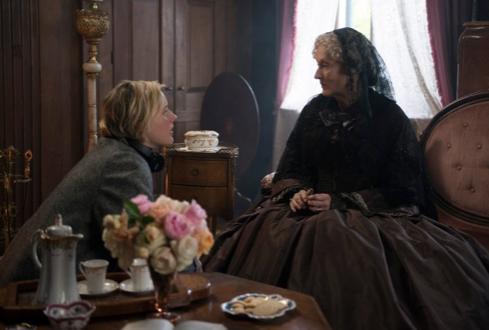 """H Greta Gerwig και η Meryl Streep στα γυρίσματα των """"Μικρών Κυριών"""".  Sony Pictures /AP"""