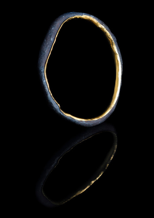 Bangle. Steel and solid 22ct gold