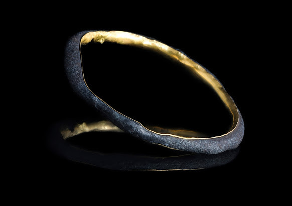 Bangle. Steel with solid 22ct gold.