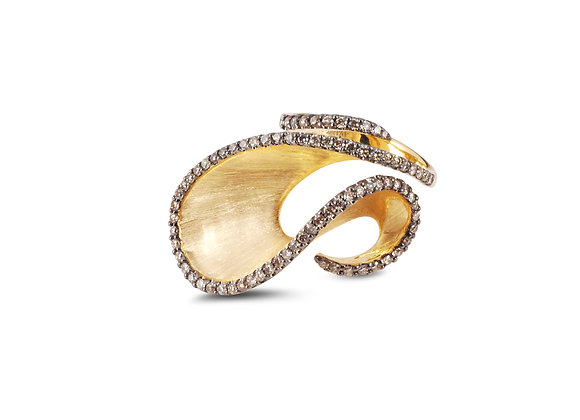 KAVANT & SHARART Brushed Gold Wave Ring front view.