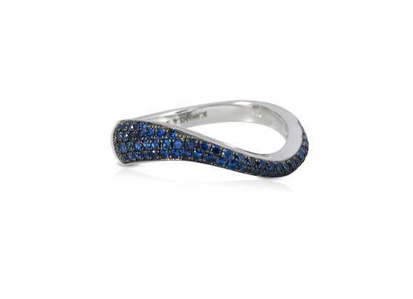 KAVANT & SHARART Talay Ring with blue sapphires front view.
