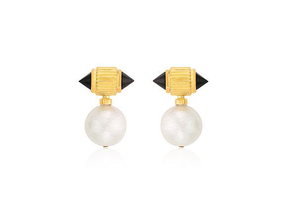 ISHARYA Black Onyx Ribbed Pearl Drop Earrings front view.