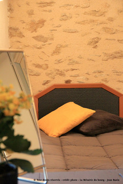 Detail-chambre-jaune-metairie-du-bourg-8