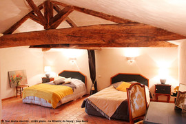Chambre-jaune-metairie-du-bourg-Les-Herb